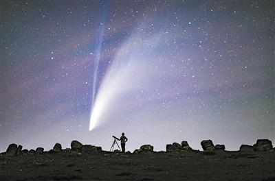 """""""小透明""""突然闪耀夜空 新智彗星6000年回归一次"""