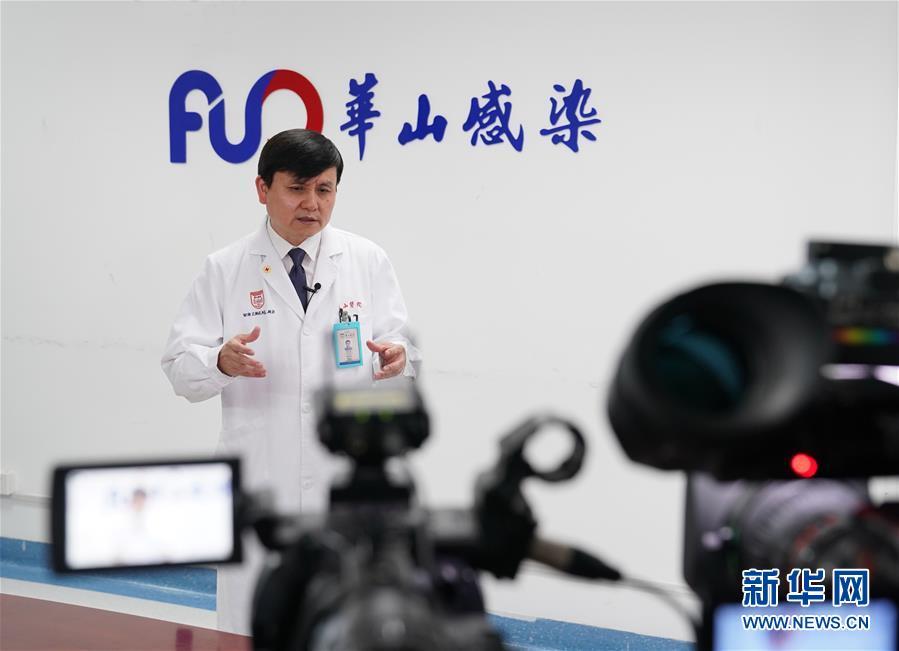"""(图文互动)(2)扩大检测,避免医疗资源""""应接不暇""""——张文宏谈香港疫情防控对策"""