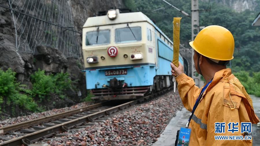 (圖文互動)(1)太行山深處的鐵路守護者