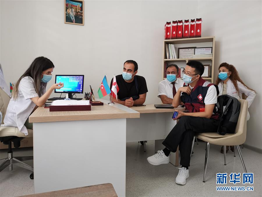 (國際疫情)(1)中國抗疫醫療專家組在阿塞拜疆調研交流