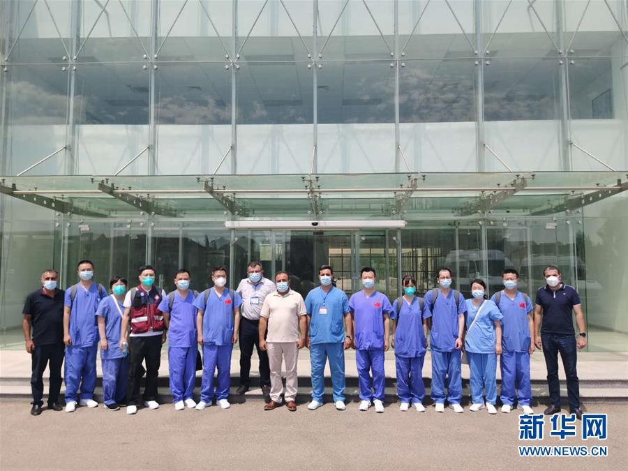(國際疫情)(3)中國抗疫醫療專家組在阿塞拜疆調研交流
