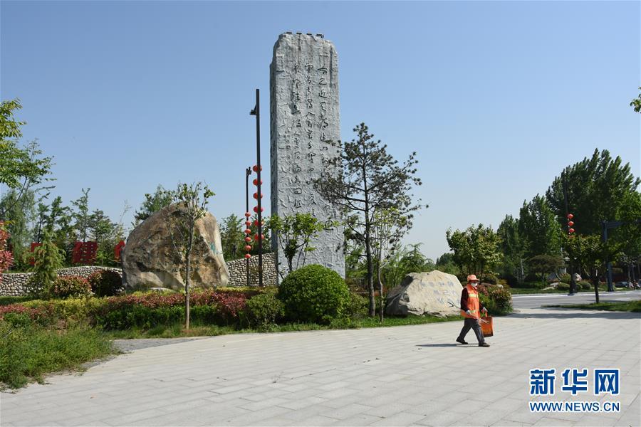"""(新華視點·圖文互動)(3)警惕重金""""移石造景""""之風:有的景觀石一塊逾百萬元"""