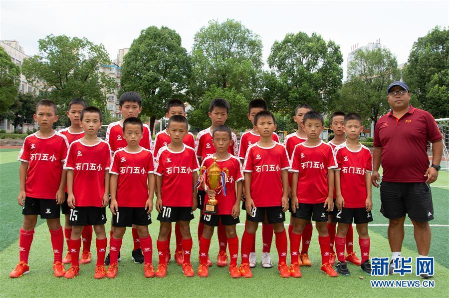 (體育·圖文互動)(1)磨礪與夢想——一所貧困山區小學的足球奇跡