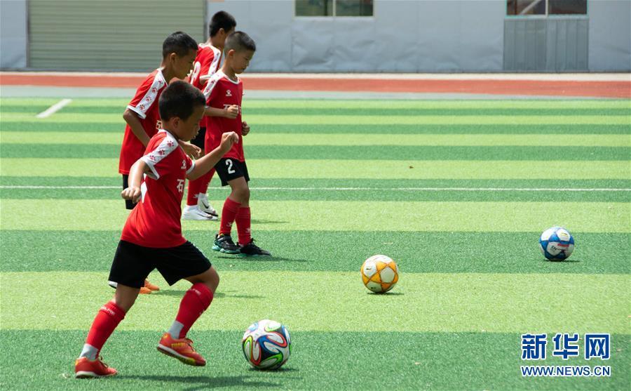 (體育·圖文互動)(3)磨礪與夢想——一所貧困山區小學的足球奇跡