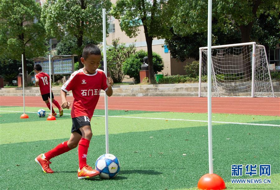 (體育·圖文互動)(4)磨礪與夢想——一所貧困山區小學的足球奇跡
