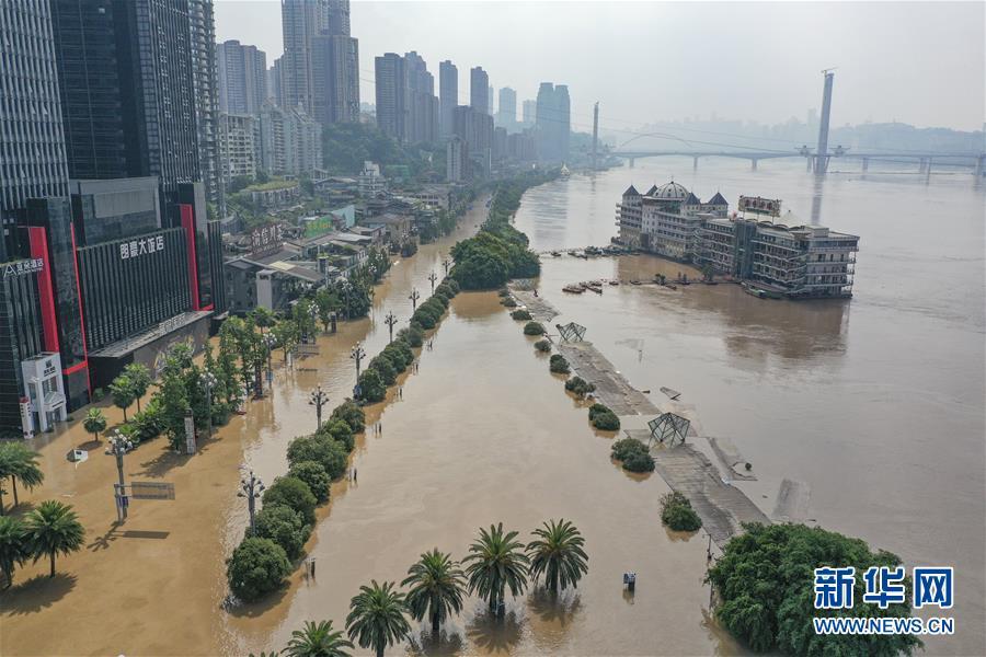 (防汛抗洪·圖文互動)(10)救援,在被洪水漫過的街巷之間——直擊重慶長江、嘉陵江抗洪一線