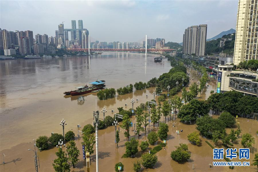 筑起防大汛的坚强防线――重庆防御长江、嘉陵江过境洪峰现场记录