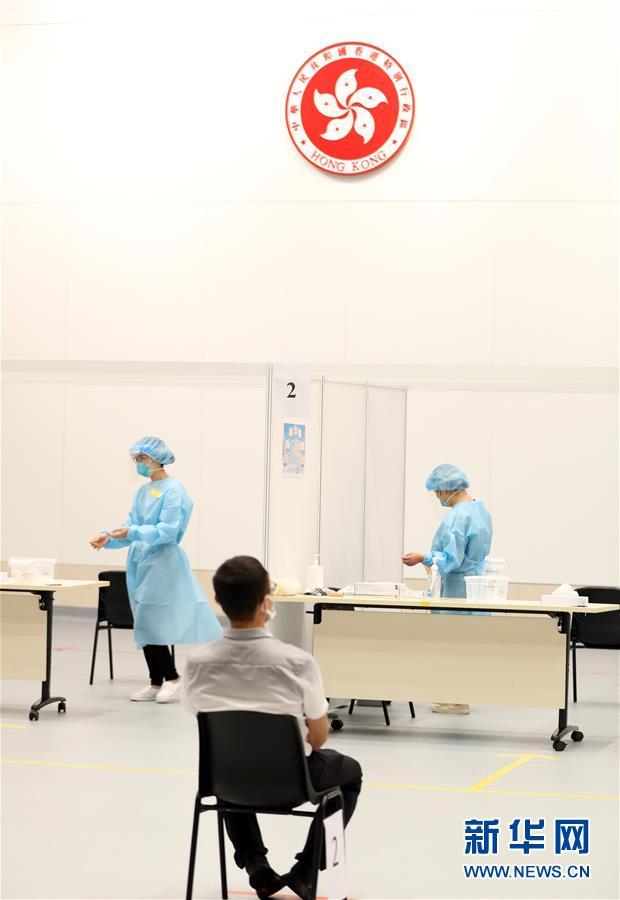 (圖文互動)(2)特寫:新冠病毒普檢首日,香港市民踴躍參與