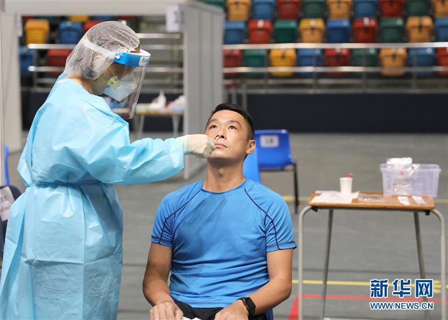 (圖文互動)(4)特寫:新冠病毒普檢首日,香港市民踴躍參與