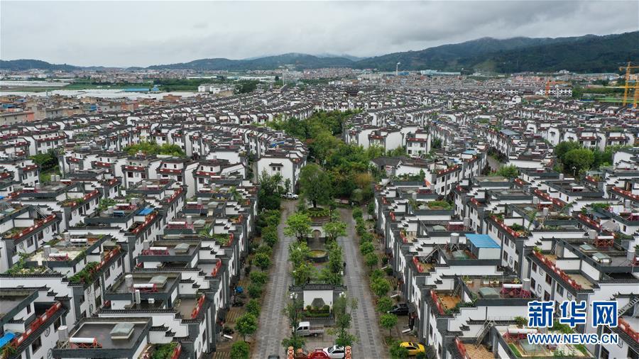 """(走向我們的小康生活·圖文互動)(1)""""雲南第一村"""",共同富裕為什麼能?"""