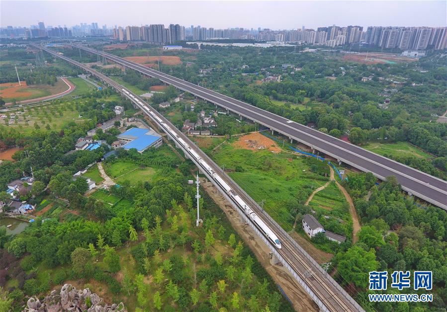 """(新華全媒頭條·圖文互動)(6)西部有個新的""""圈""""——成渝加快雙城經濟圈建設"""