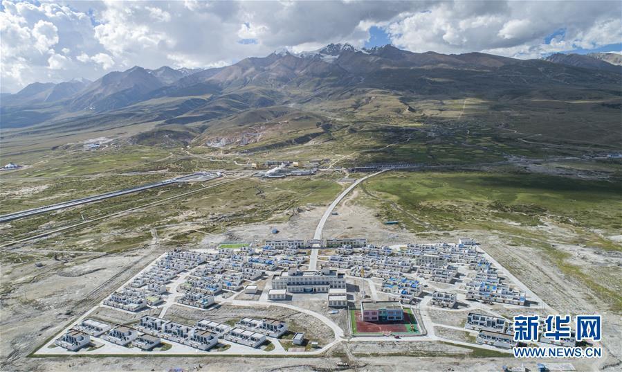 (新华全媒头条·走向我们的小康生活·图文互动)(1)扎西德勒,我们的新家园——西藏易地扶贫搬迁搬出幸福美好新生活