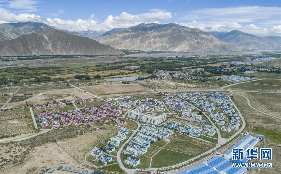 (新华全媒头条·走向我们的小康生活·图文互动)(7)扎西德勒,我们的新家园——西藏易地扶贫搬迁搬出幸福美好新生活