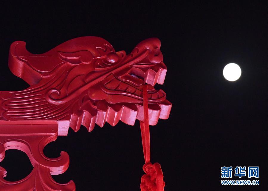 (社会)(4)中秋国庆共迎圆月