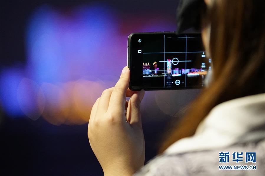(图文互动)(2)武汉25公里大型灯光秀深情告白祖国