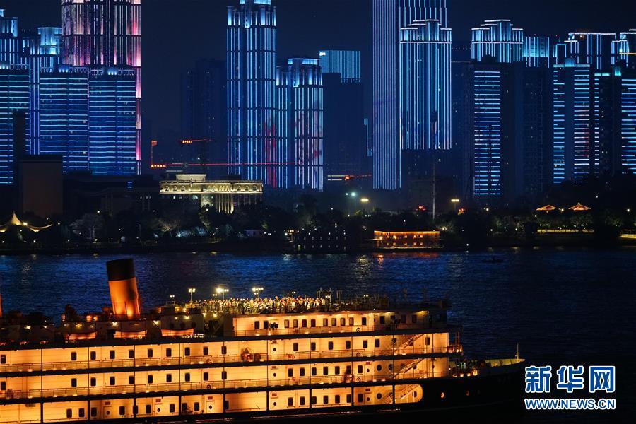 (图文互动)(3)武汉25公里大型灯光秀深情告白祖国