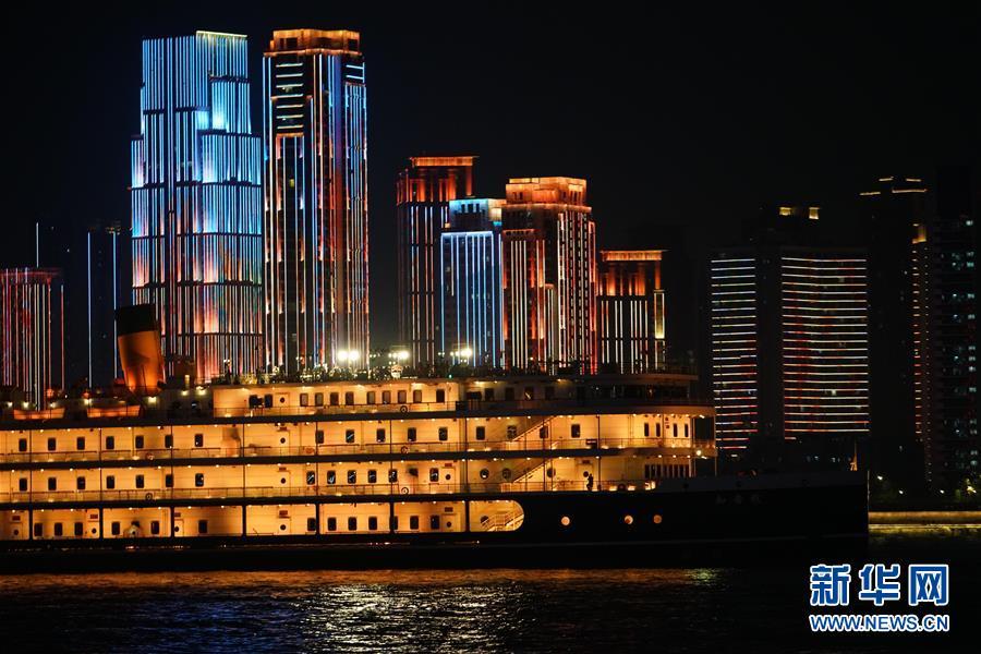 (图文互动)(8)武汉25公里大型灯光秀深情告白祖国