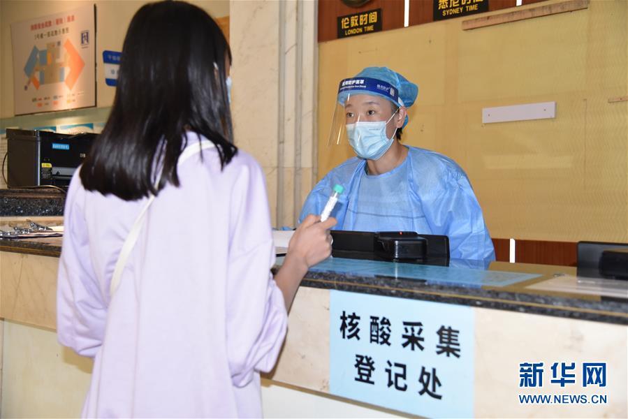 """(圖文互動)(3)醫療服務""""不打烊""""——國慶假期醫院走訪見聞"""