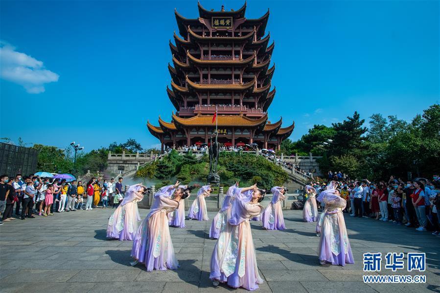 大美中国看活力——来自国庆黄金周的一线观察