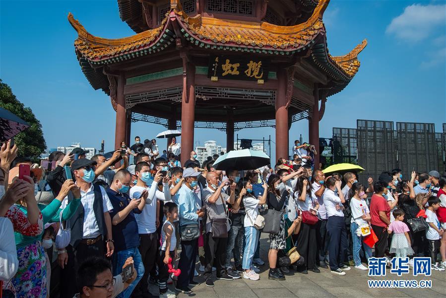 (新华全媒头条・图文互动)(2)大美中国看活力――来自国庆黄金周的一线观察