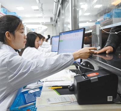药品降价保质,患者负担减轻_药品集采带来哪些实惠?