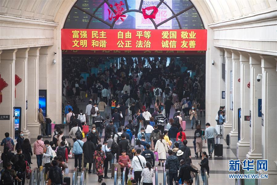 ( 社会)(1)武汉:汉口火车站迎来返程客流高峰