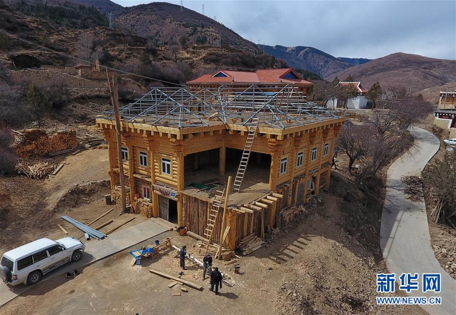 (新华全媒头条·图文互动)(3)命运的转折——写在四川甘孜藏族自治州建州70年之际