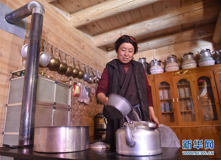 (新华全媒头条·图文互动)(4)命运的转折——写在四川甘孜藏族自治州建州70年之际