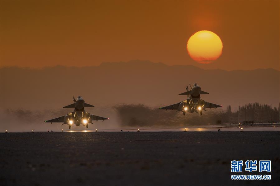 (图文互动)(2)空军某试验训练基地:戈壁深处崛起军事科技人才高地