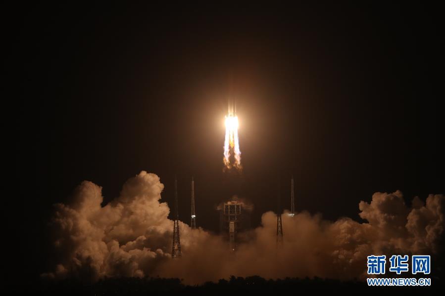 (嫦娥五號探月)(1)長徵五號遙五運載火箭將嫦娥五號探測器發射升空