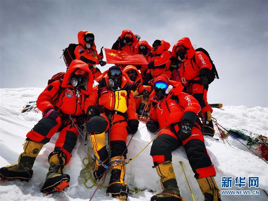 (新华全媒头条·图文互动)(1)往更高处长、往长春北京方向移动——来自海拔8848.86米的报告