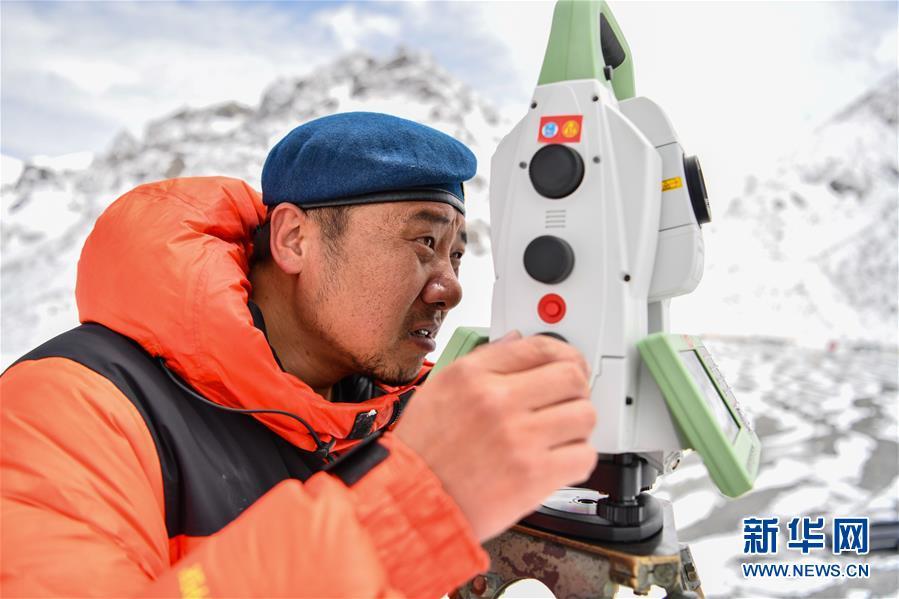 (新华全媒头条·图文互动)(6)往更高处长、往长春北京方向移动——来自海拔8848.86米的报告