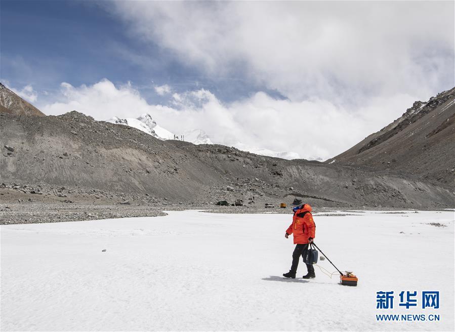 (新华全媒头条·图文互动)(8)往更高处长、往长春北京方向移动——来自海拔8848.86米的报告