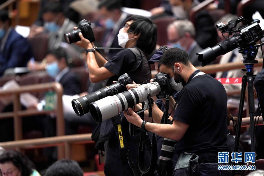 (两会·人大开幕·XHDW)(7)十三届全国人大三次会议在京开幕
