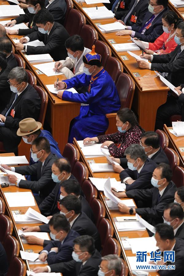 (两会・人大开幕・XHDW)(9)十三届全国人大三次会议在京开幕