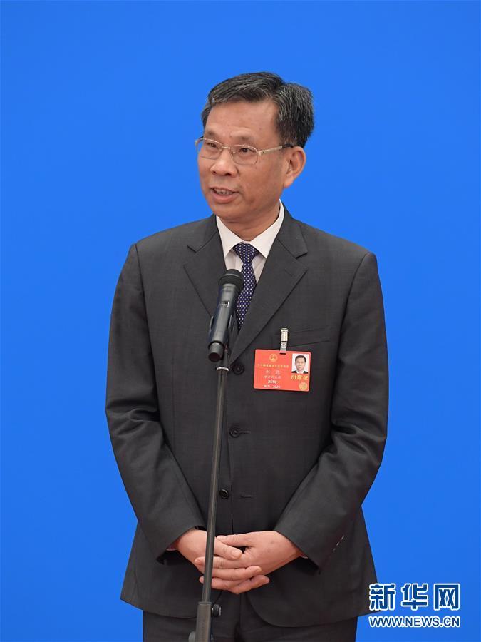 (两会·人大开幕·XHDW)(4)采访部长