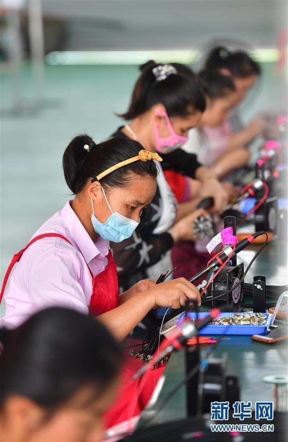 (新華全媒頭條兩會特別報道)(5)攻堅克難贏未來——從政府工作報告看2020年中國發展走向
