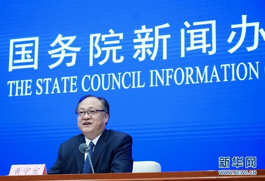 (新华网)政府工作报告起草组负责人解读报告