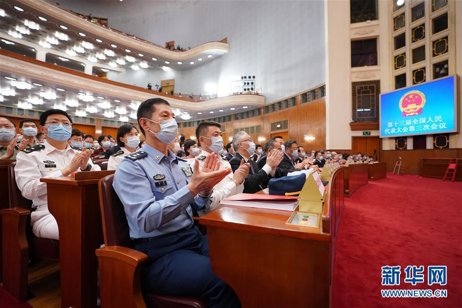 (两会·XHDW)(6)十三届全国人大三次会议举行闭幕会