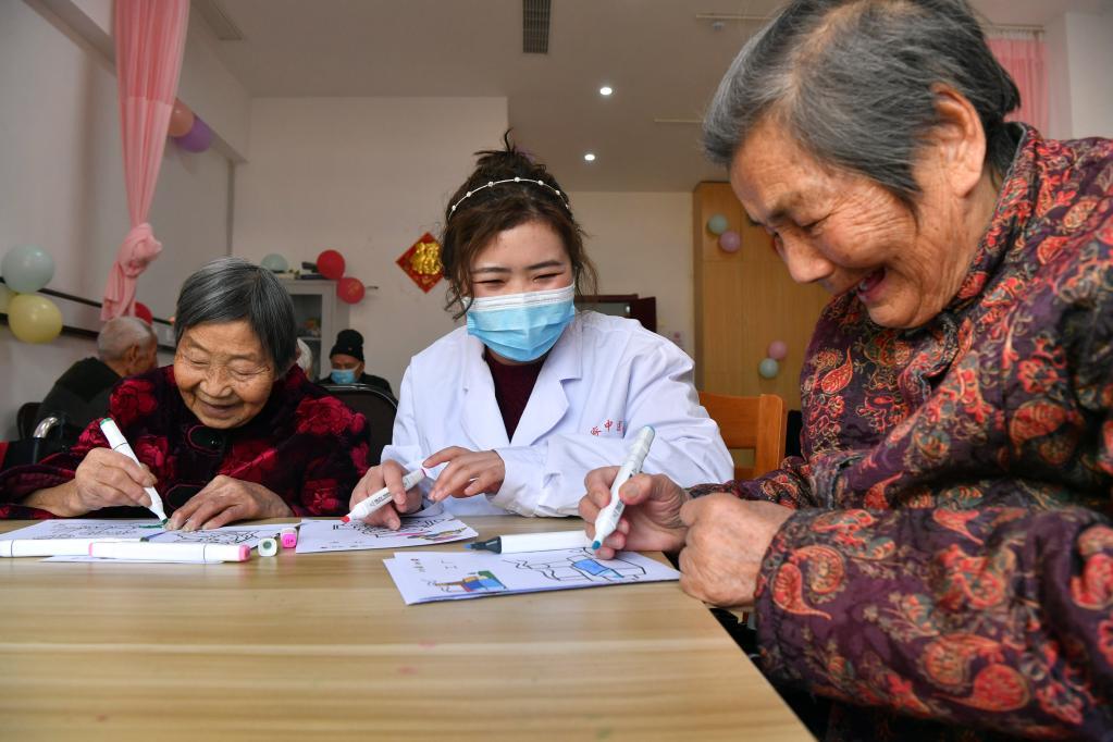 我国60岁及以上人口数量达2.6亿 如何应对加速的老龄化?