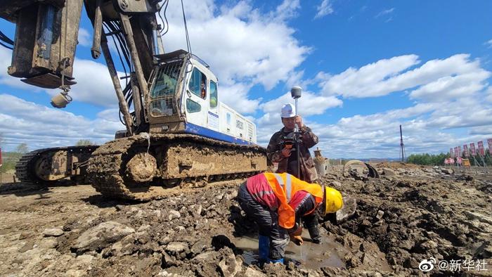 穿越多年冻土区的高铁正式开工