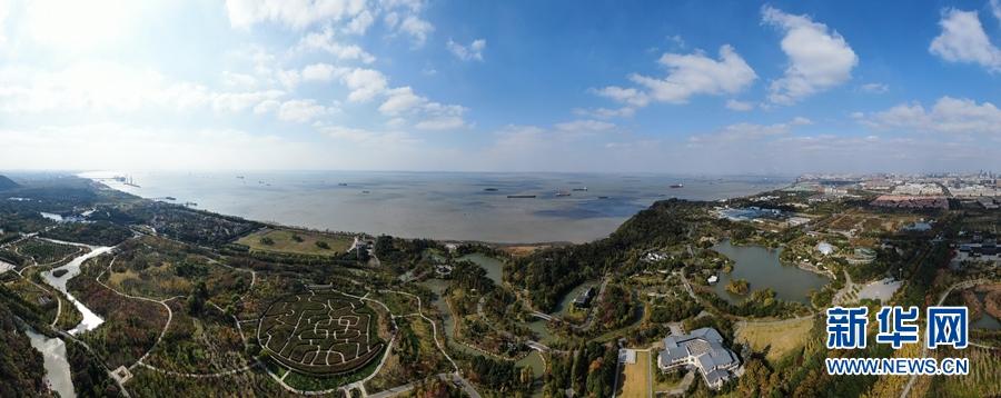 建设人与自然和谐共生的美丽中国――以习近平同志为核心的党中央推进生态文明建设纪实