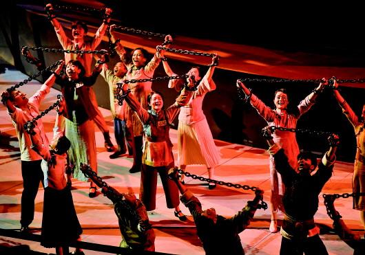 震撼!穿越时空对话的红色魅力 这群人带我们走进1949年的重庆