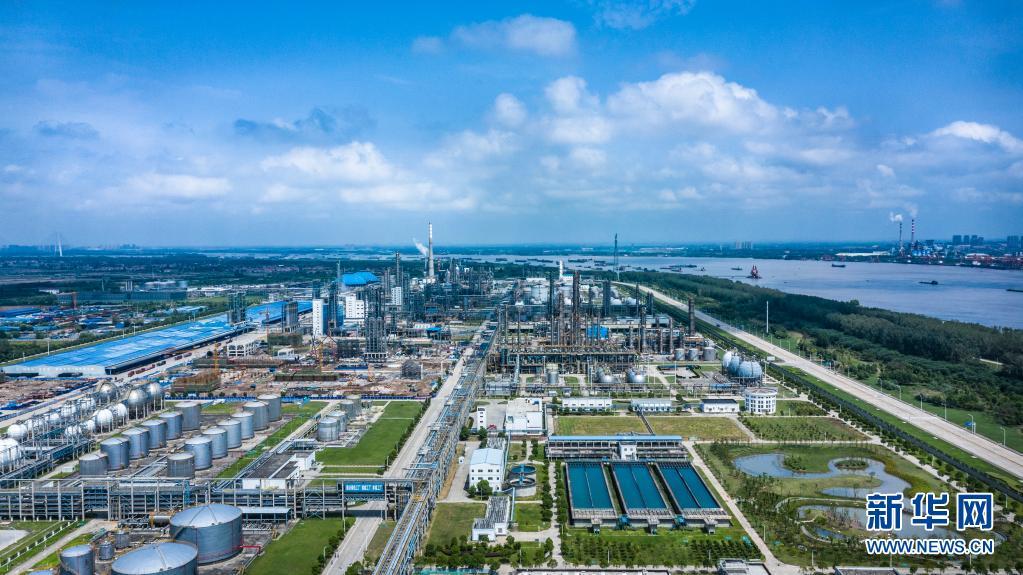 """武汉青山:一座沿江老工业基地的""""换颜""""之路"""