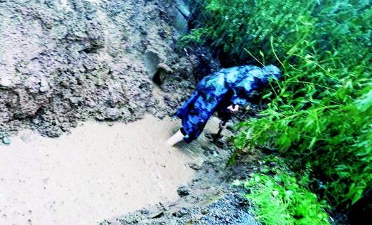 河南:狂风暴雨中 文保人舍命护国宝无恙