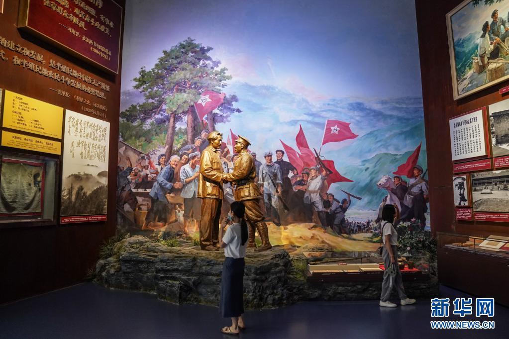 """伟大的征程 不朽的史诗――""""中国共产党历史展览""""巡礼"""