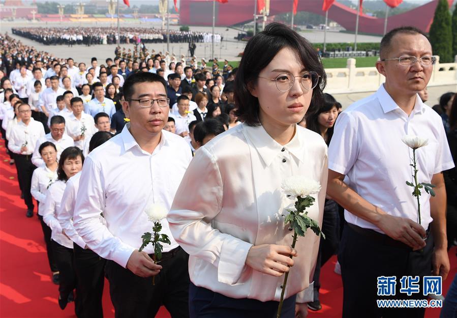 (时政)(12)烈士纪念日向人民英雄敬献花篮仪式在京隆重举行