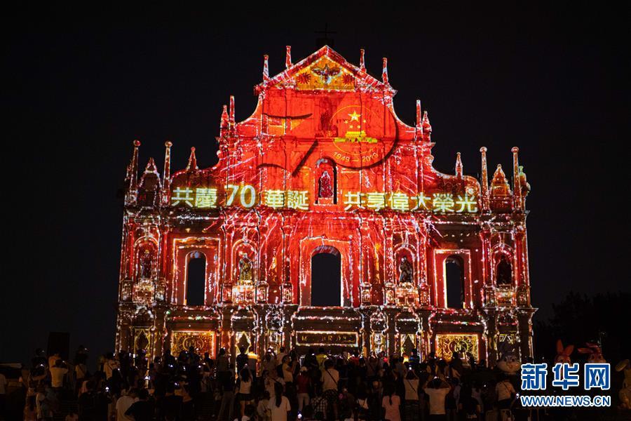 """(社會)(1)""""慶祝新中國成立70年大型燈光秀""""在澳門上演"""