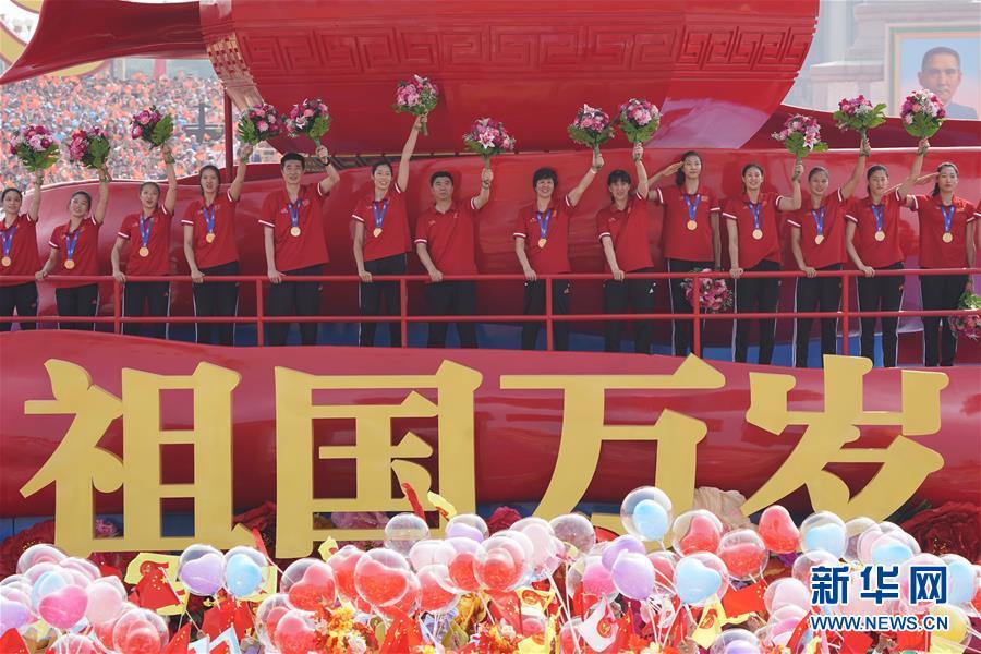 """(新华全媒头条·图文互动)(9)多哈田径世锦赛闪耀""""中国红"""""""