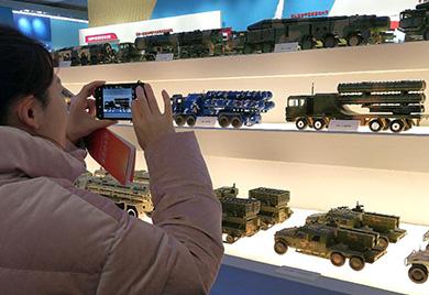 庆祝改革开放40周年大型展览国防和军队展区引发关注